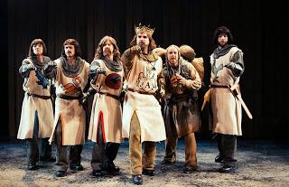 Anmeldelse: Monty Pythons Spamalot, Odense Teater