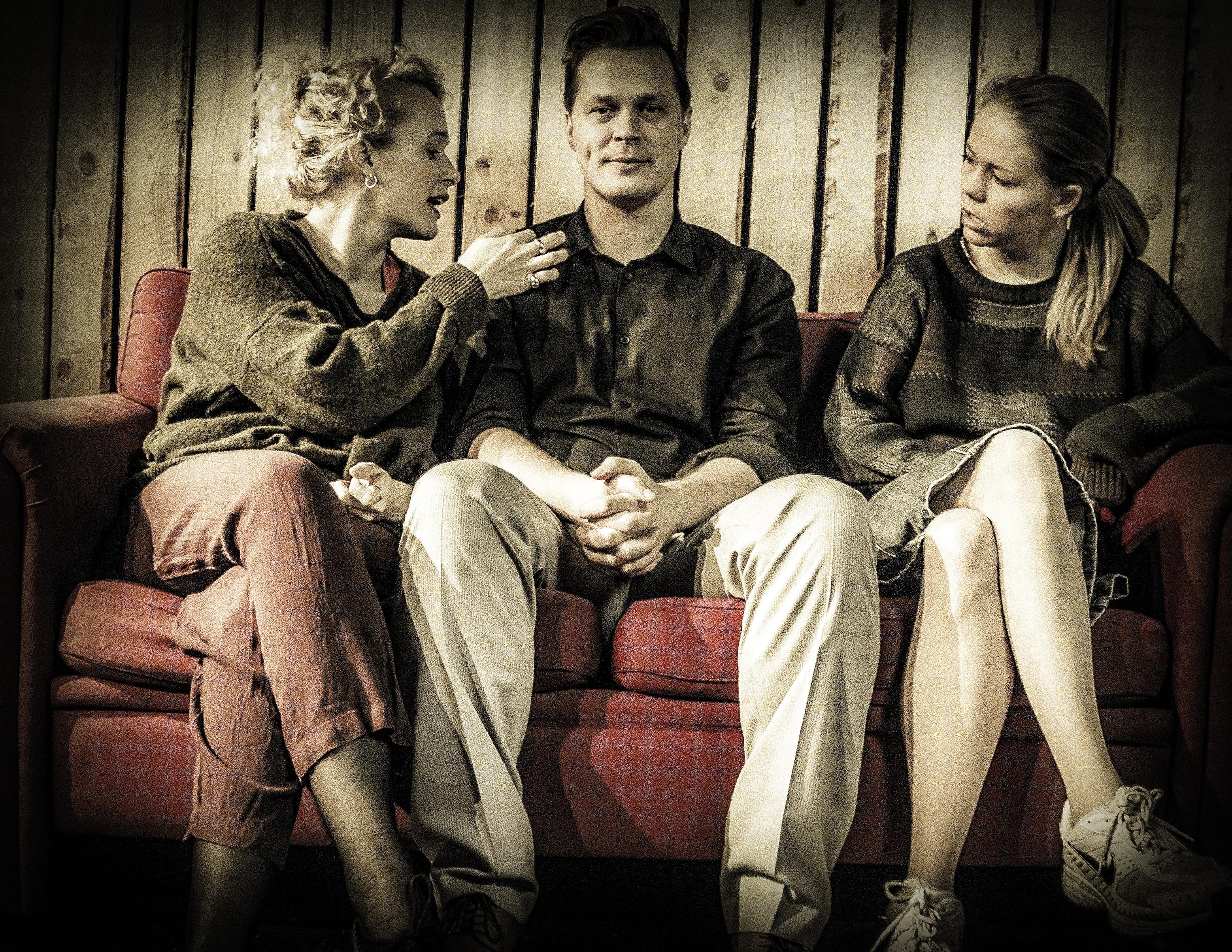 Anmeldelse: Det testikelløse samfund, Teater Får302 (Klub Canasta)
