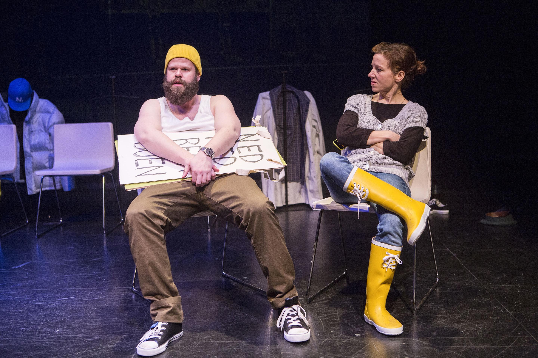 Anmeldelse: Ottetusinde, Teatret Svalegangen