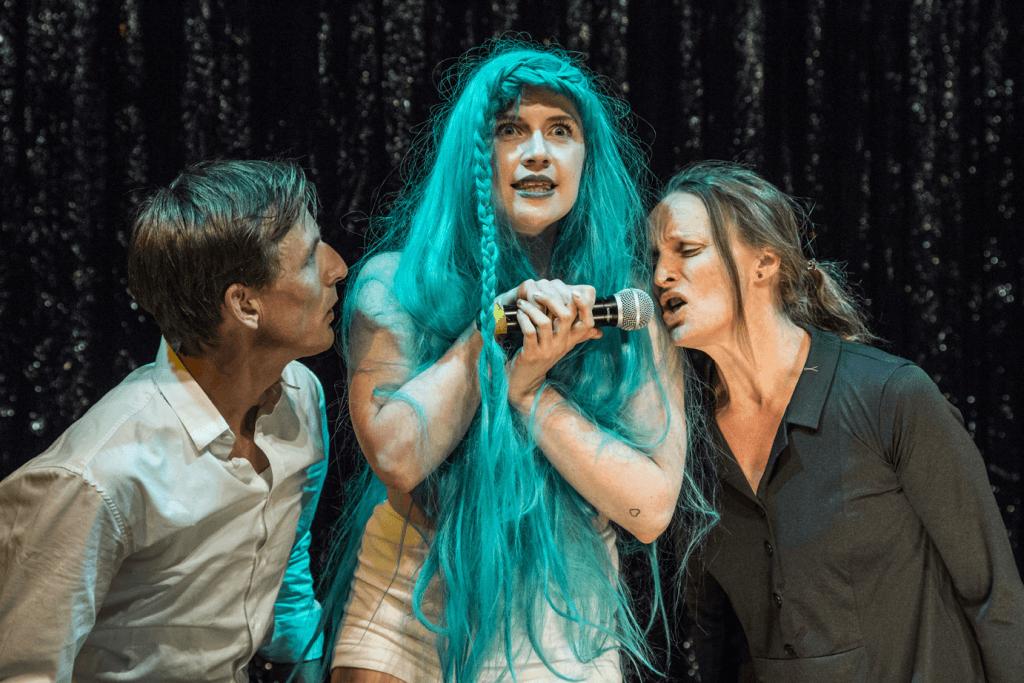 Anmeldelse: Happy Nation, Teater Får302 (Teater Katapult)