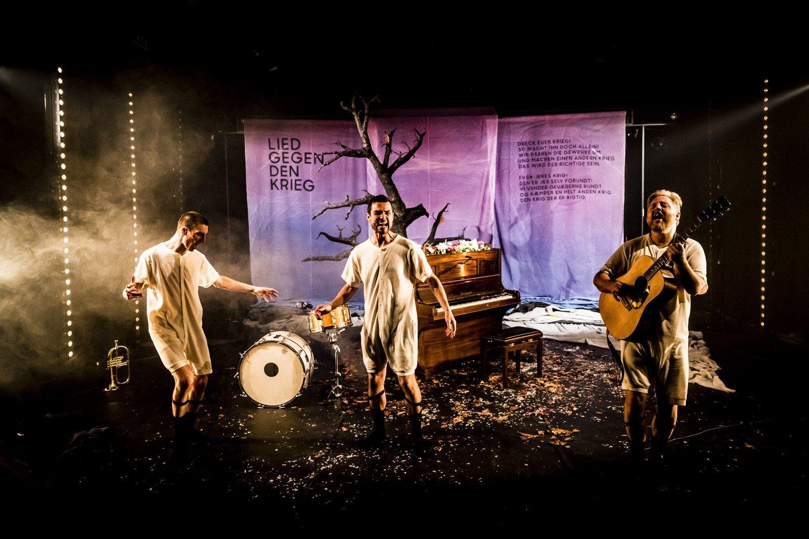 Anmeldelse: Bertolt Brechts Svendborgdigte, Teater Grob (BaggårdTeatret)