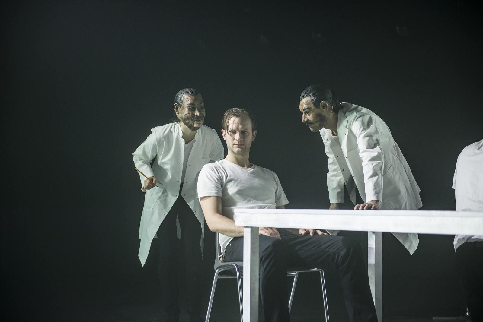 Anmeldelse: En skilsmisse, Aarhus Teater