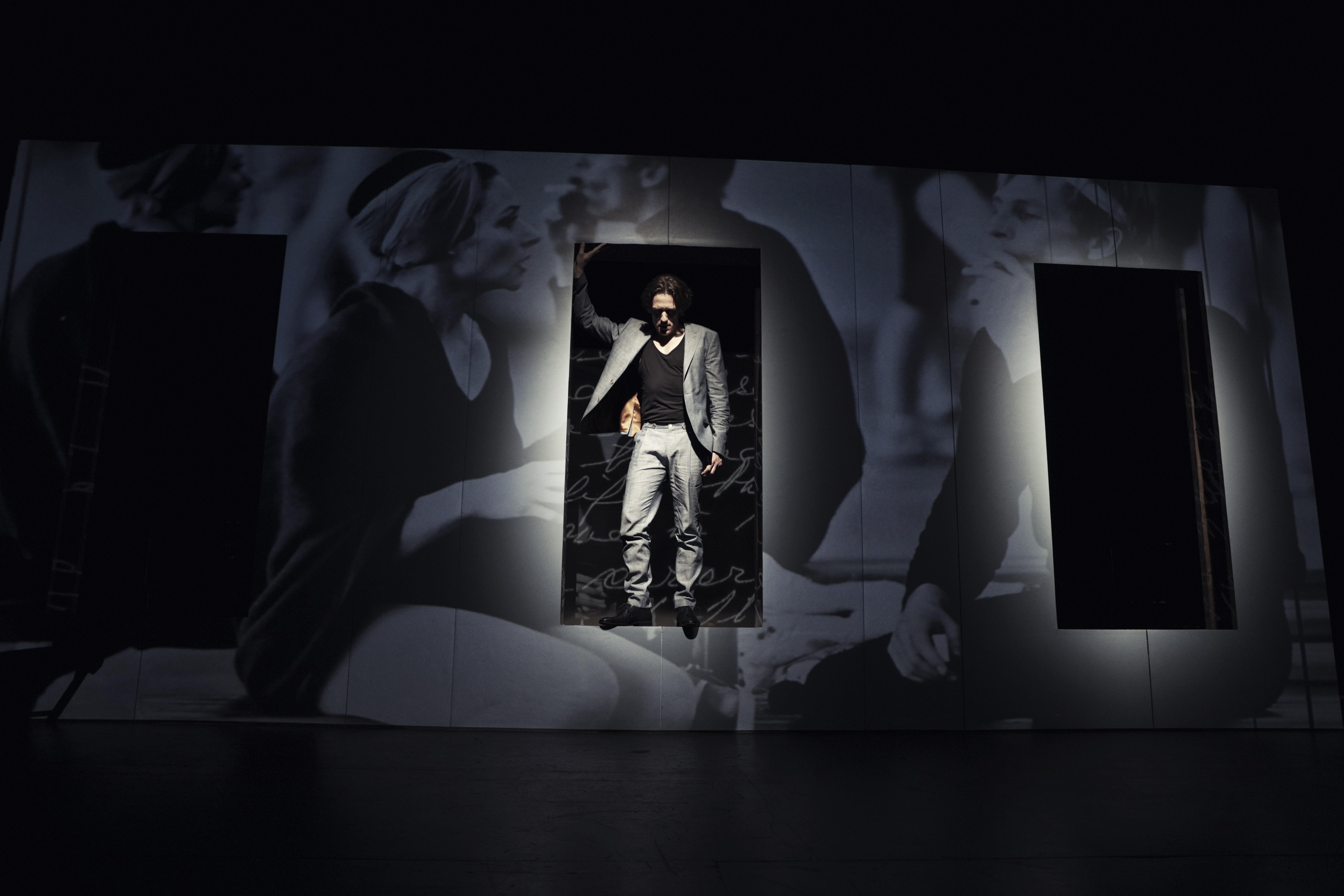 Anmeldelse: Svaneblod, Teatret Svalegangen