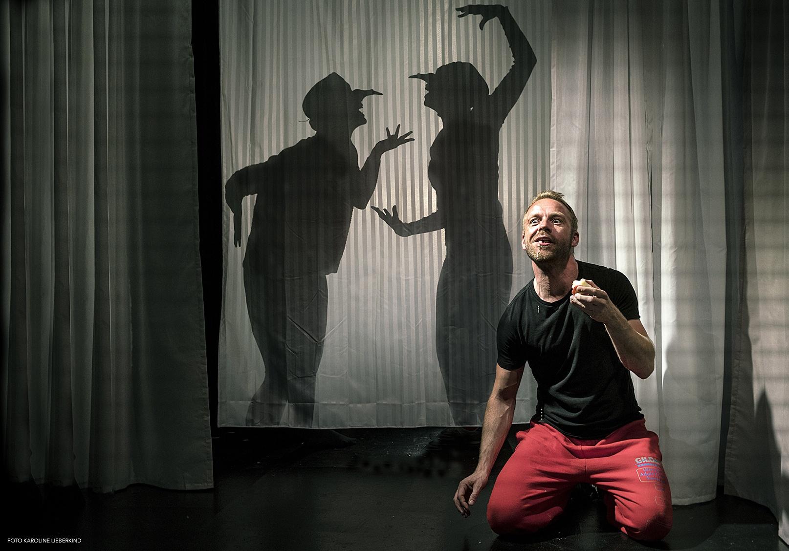 Anmeldelse: Kort over glemte forbindelser, Teater Får302 (Teater Legio)