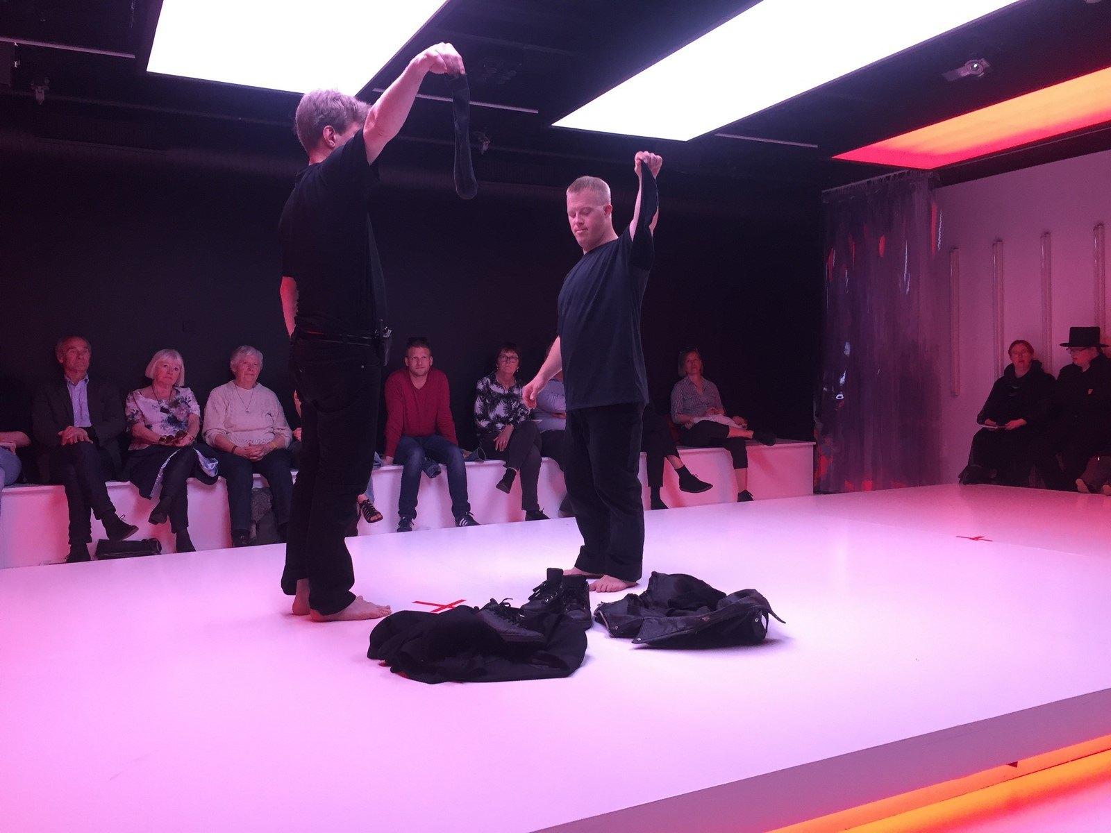Anmeldelse: 46+1, Aalborg Teater