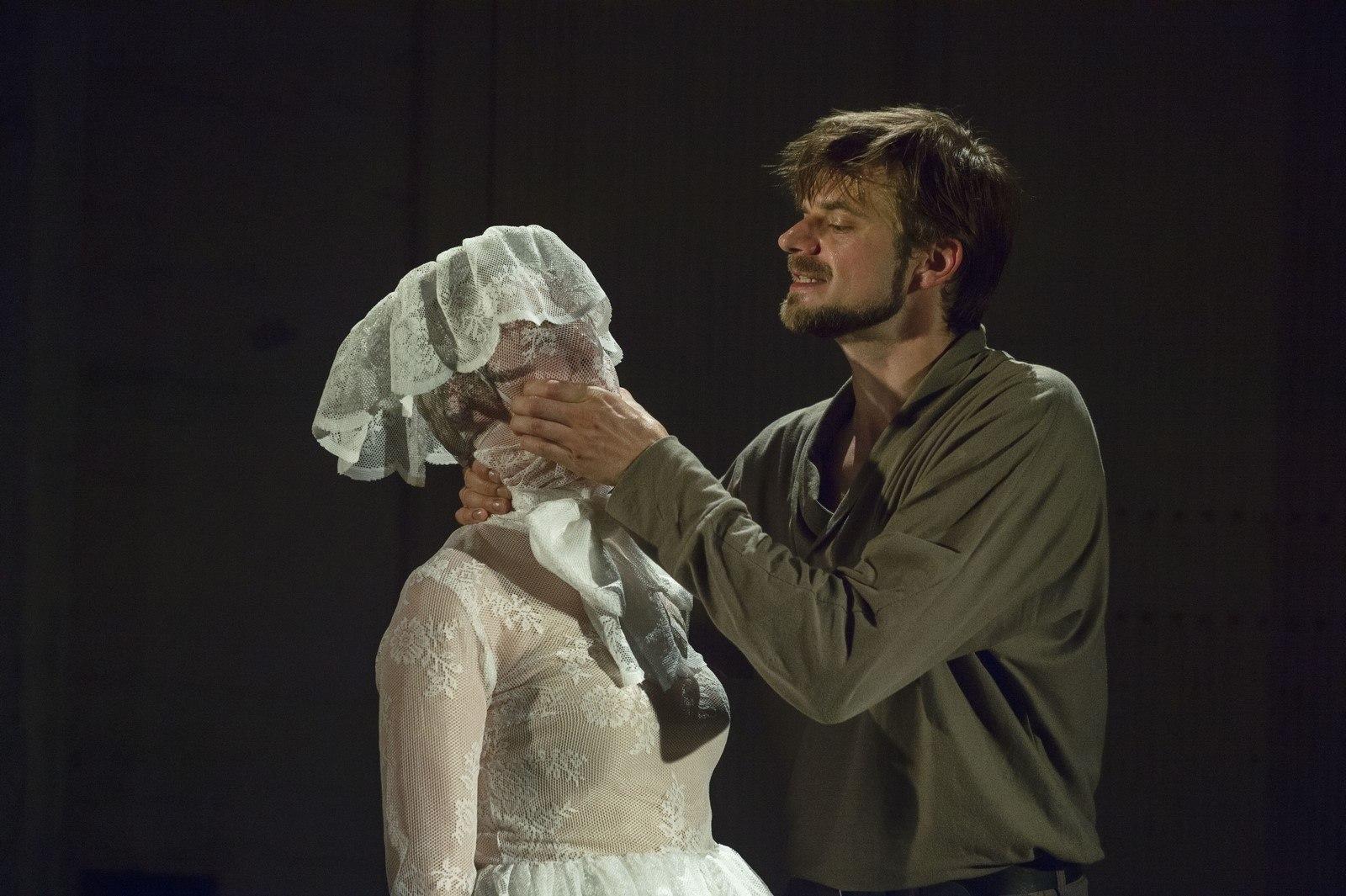 Anmeldelse: Ashes to Ashes, Østre Kapel (Sydhavn Teater)