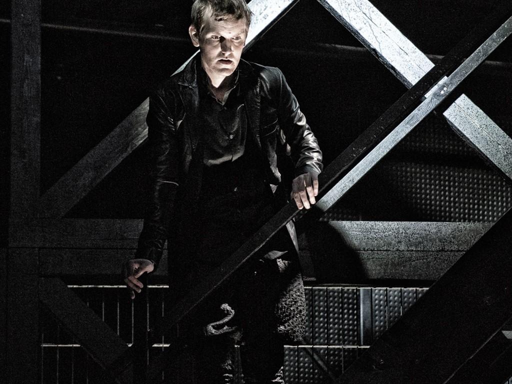 "Elliott Crosset Hove som Hamlet i ""Hamlet"" (2017) Foto: Tao Lytzen"