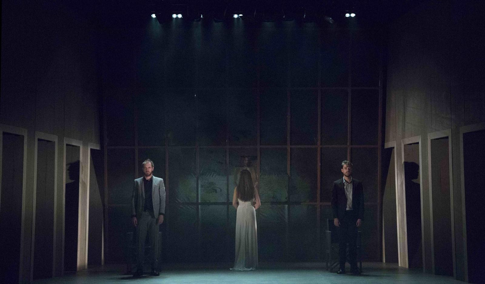 Anmeldelse: (B)romance, Sceneriet under Det Ny Teater