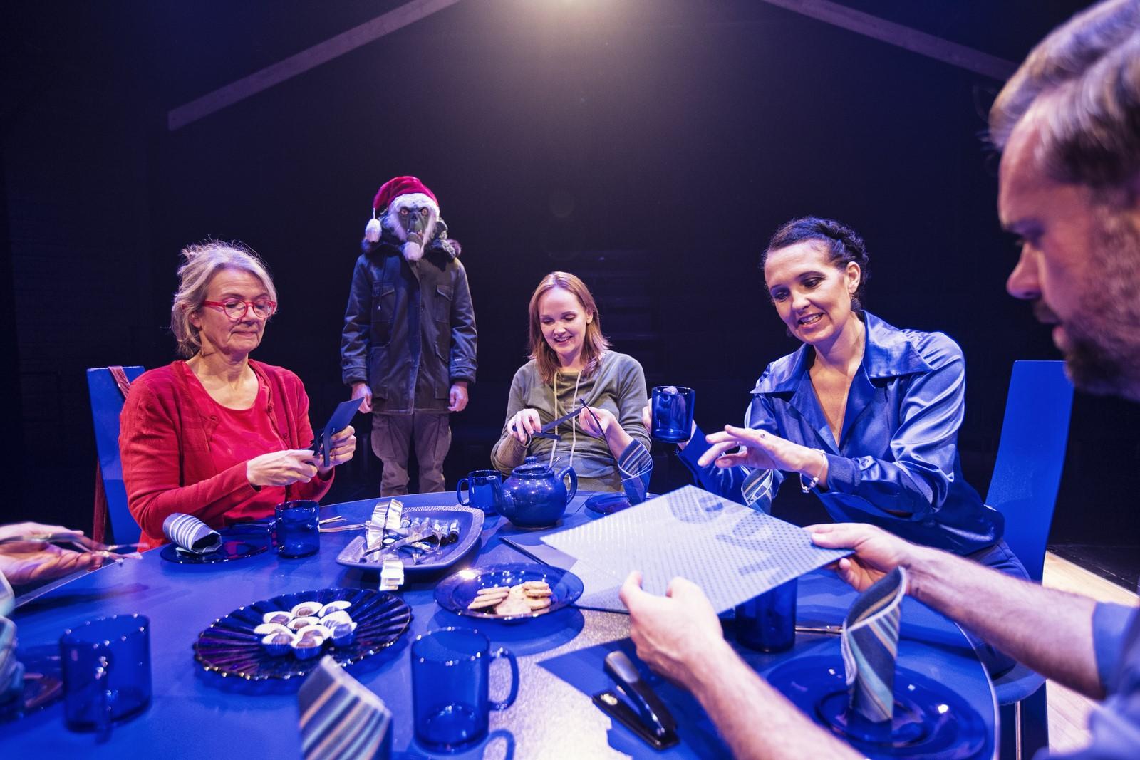 Anmeldelse: I familien, Teatret Svalegangen