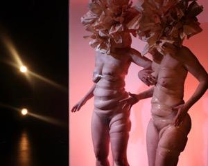 Anmeldelse: TÆNDT – En forestilling om at være slukket, Teater Momentum (Husets Teater, Katapult, Kvint&Svendsen og Teater Momentum)