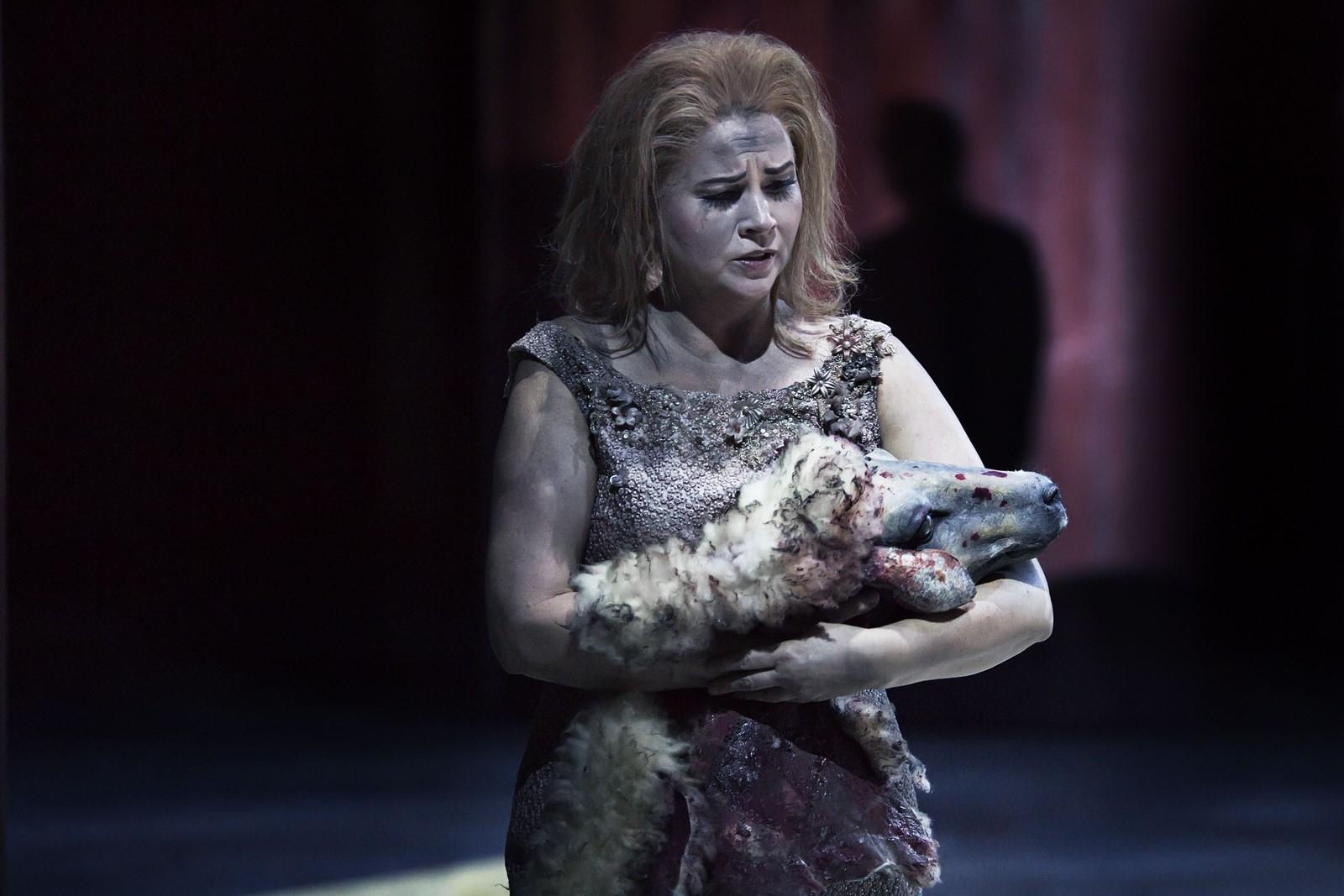 Anmeldelse: The Exterminating Angel, Det Kongelige Teater