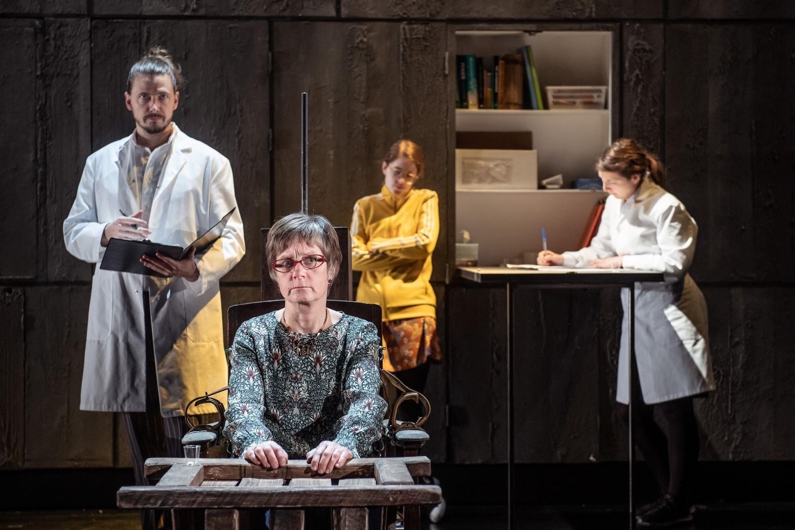 Anmeldelse: Menneskebyrden, Det Kongelige Teater (Stages of Science)