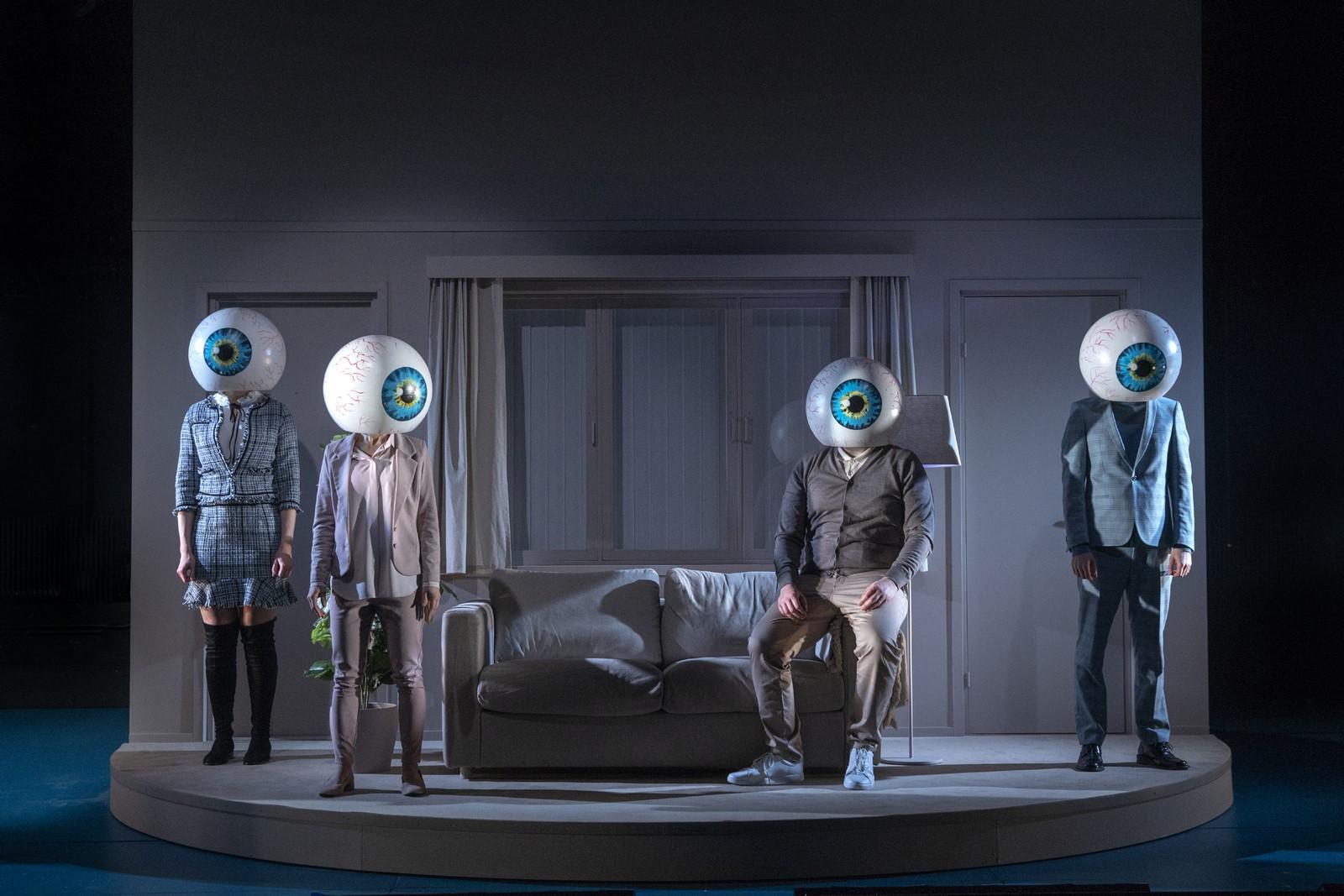 Anmeldelse: Breaking News, Teatret Svalegangen