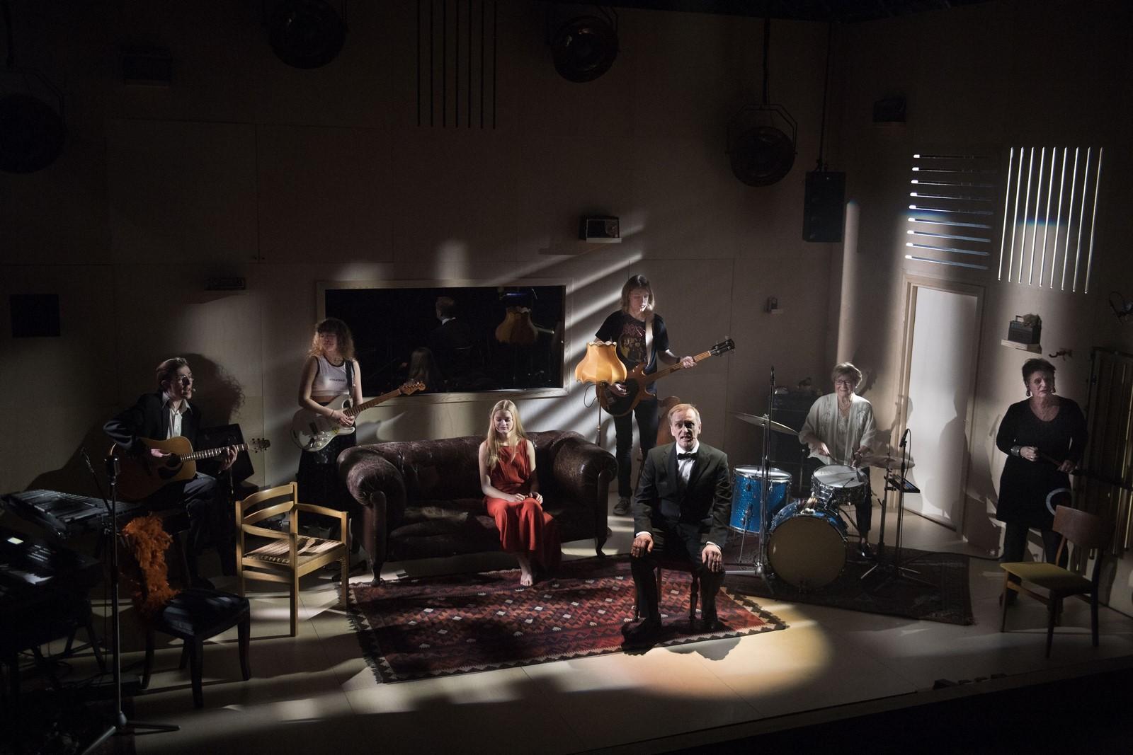 Anmeldelse: Spotify og Radio Luxembourg, Aalborg Teater