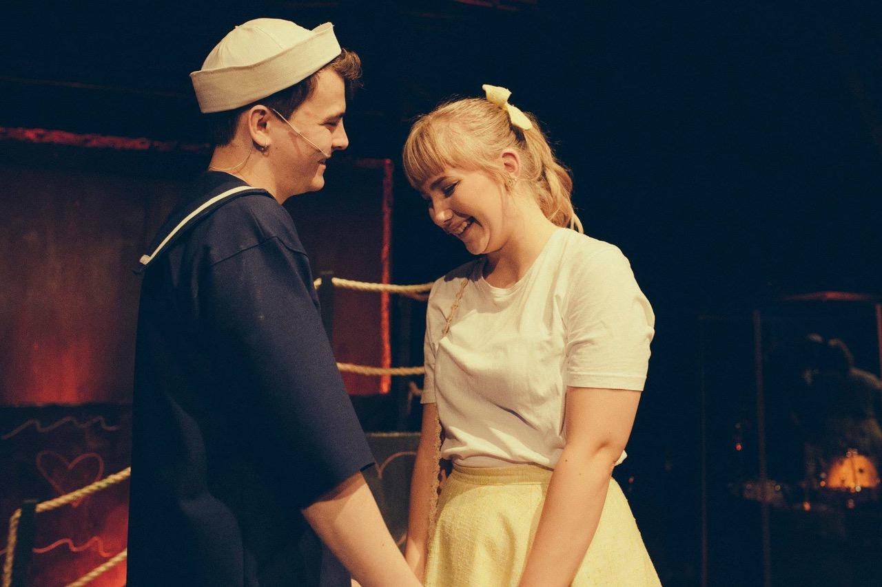 Anmeldelse: Alle sømænd er glade for piger, Dronning Dorthea Teatret