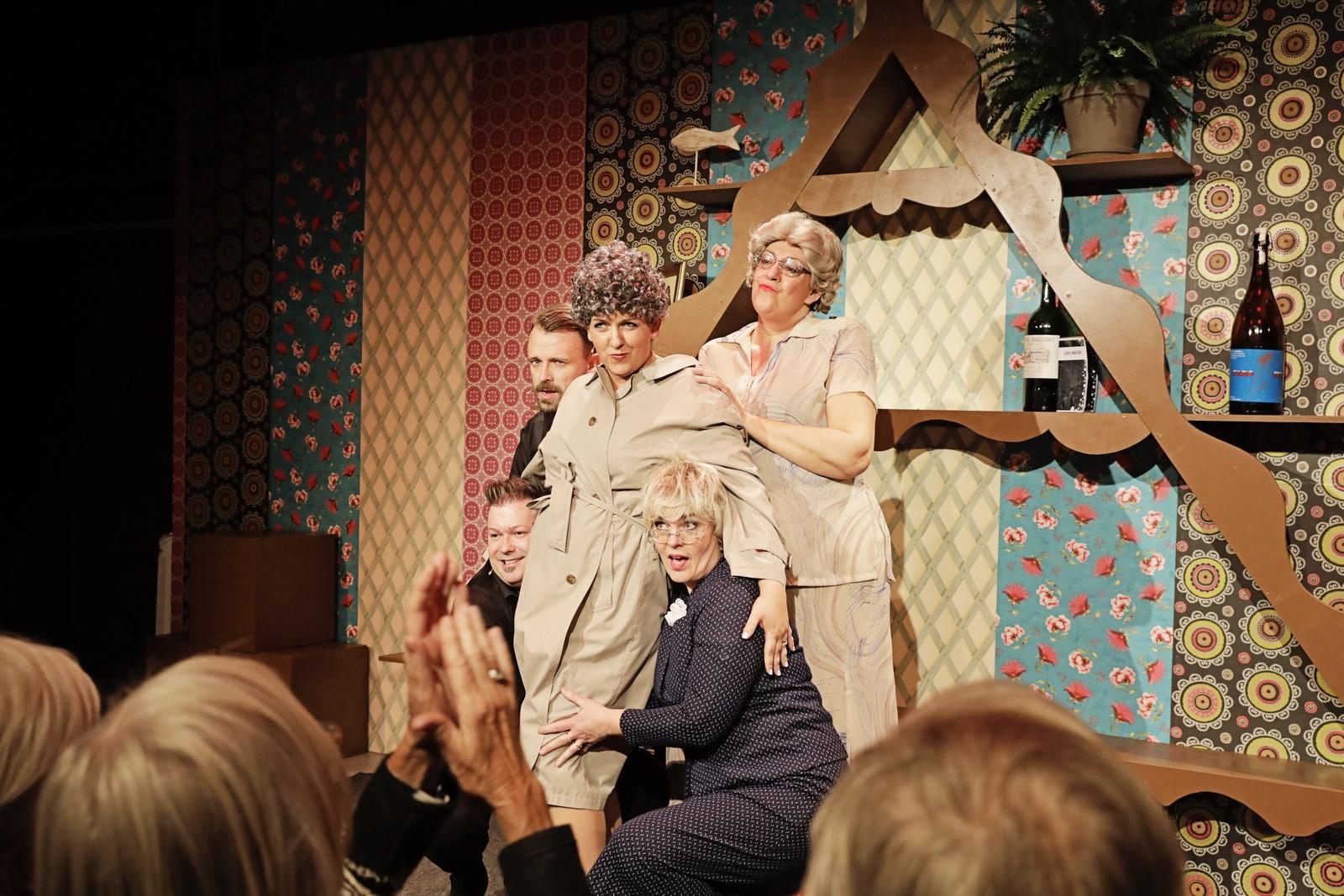 Anmeldelse: Amager Revyen 2019, Teater Play