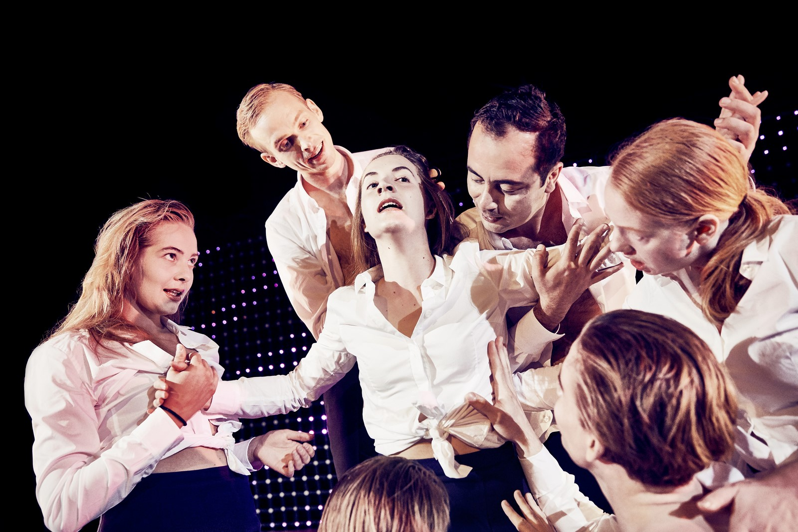 Anmeldelse: Anslag mod hendes liv, Odense Teater (Den Danske Scenekunstskole – Skuespiluddannelsen Odense)