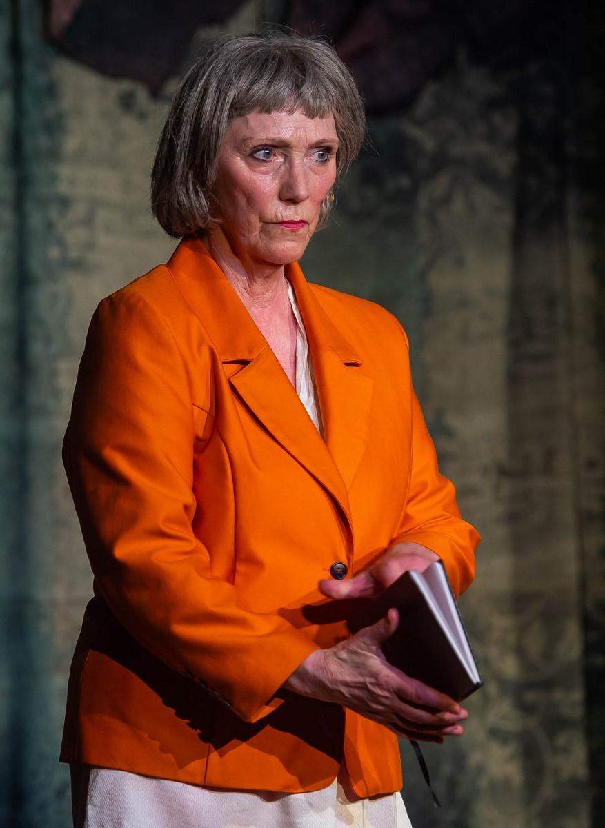 """Anmeldelse: Dragsholm Revyen 2019: """"Hjææælp"""", Odsherred Teater (Dragsholm Revyen)"""