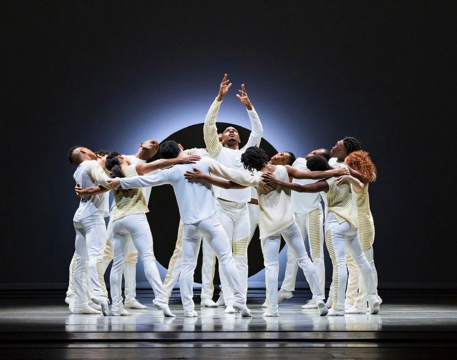 Anmeldelse: Alvin Ailey American Dance Theater – EN, Members don't get weary og Revelations, Tivoli (Alvin Ailey American Dance Theater)