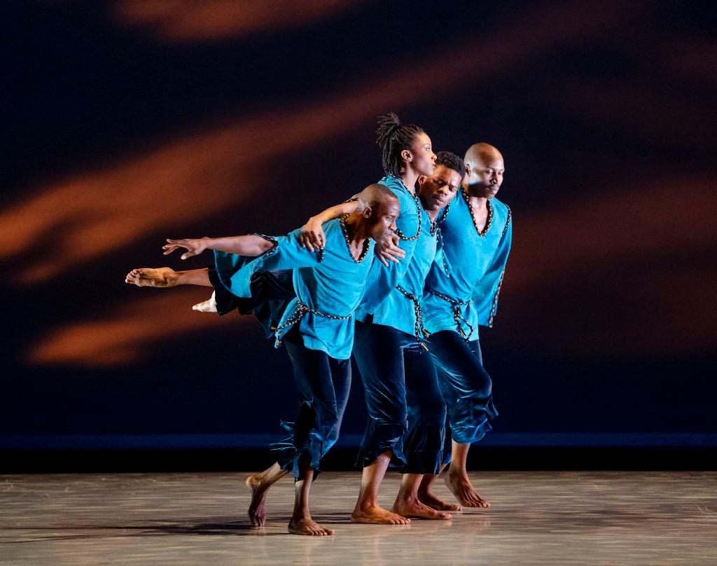 Anmeldelse: Alvin Ailey American Dance Theater (Ounce of Faith, The call samt Juba og Revelations), Tivoli (Alvin Ailey American Dance Theater)
