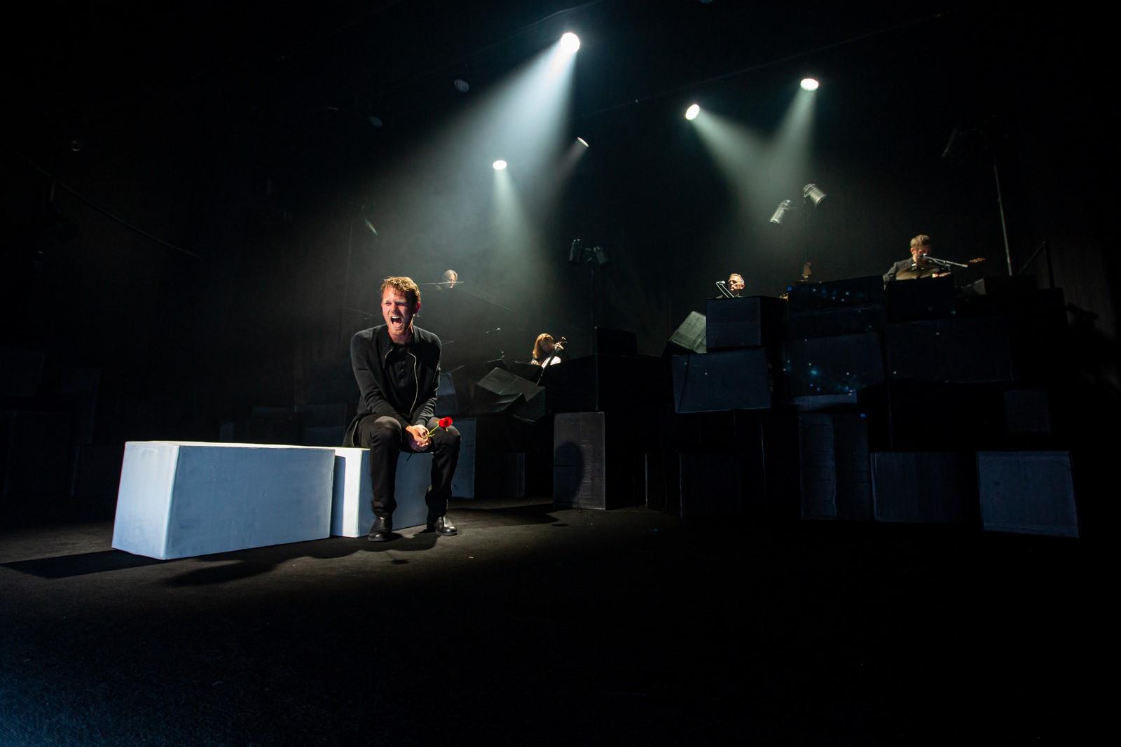 Anmeldelse (re-anmeldelse): Troen og Ingen, Folketeatret (Teatret Svalegangen)