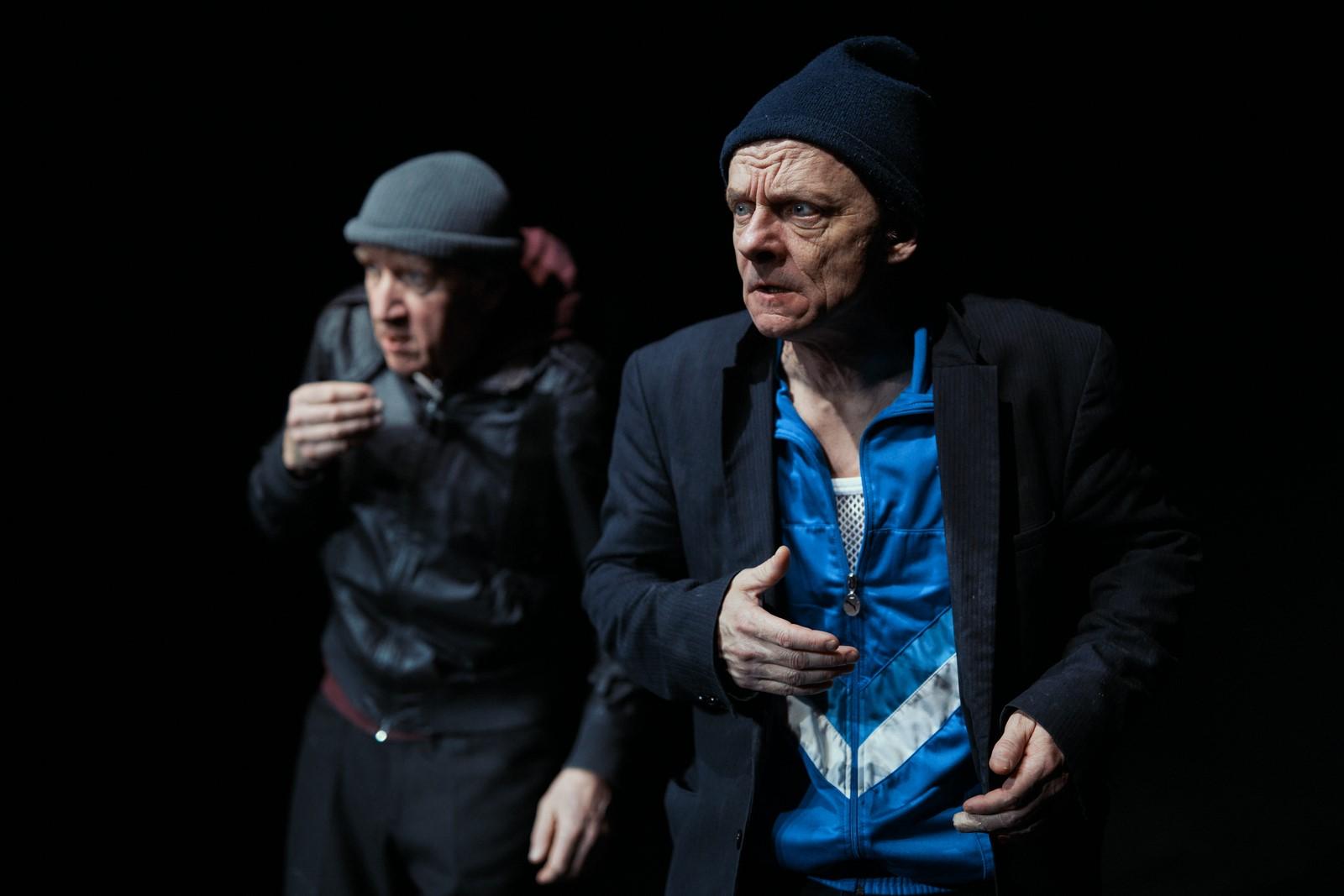 Anmeldelse: Det store stilehæfte, Husets Teater