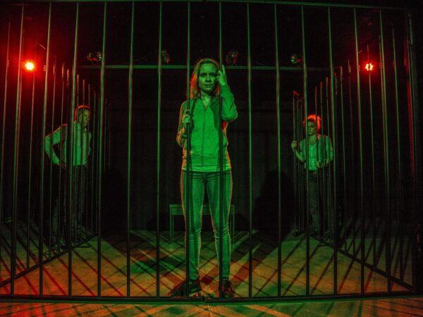 Anmeldelse: Den første dråbe blod, Teatret Fair Play
