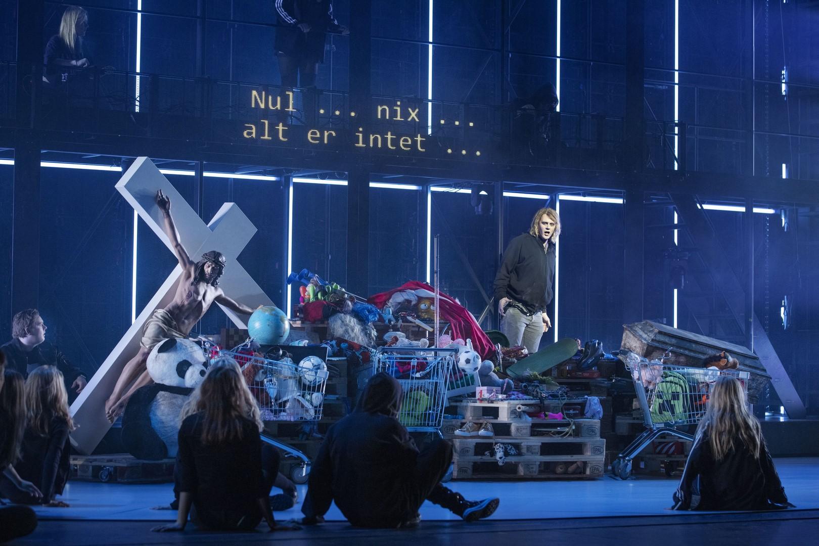 Anmeldelse: Intet, Det Kongelige Teater
