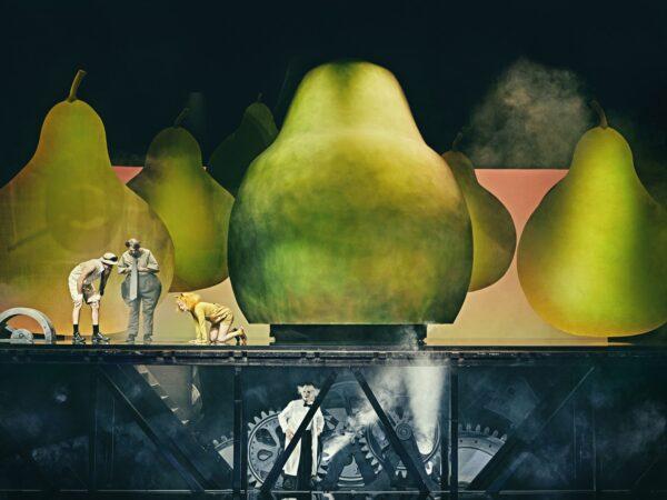 Anmeldelse: Den utrolige historie om den kæmpestore pære, Det Kongelige Teater
