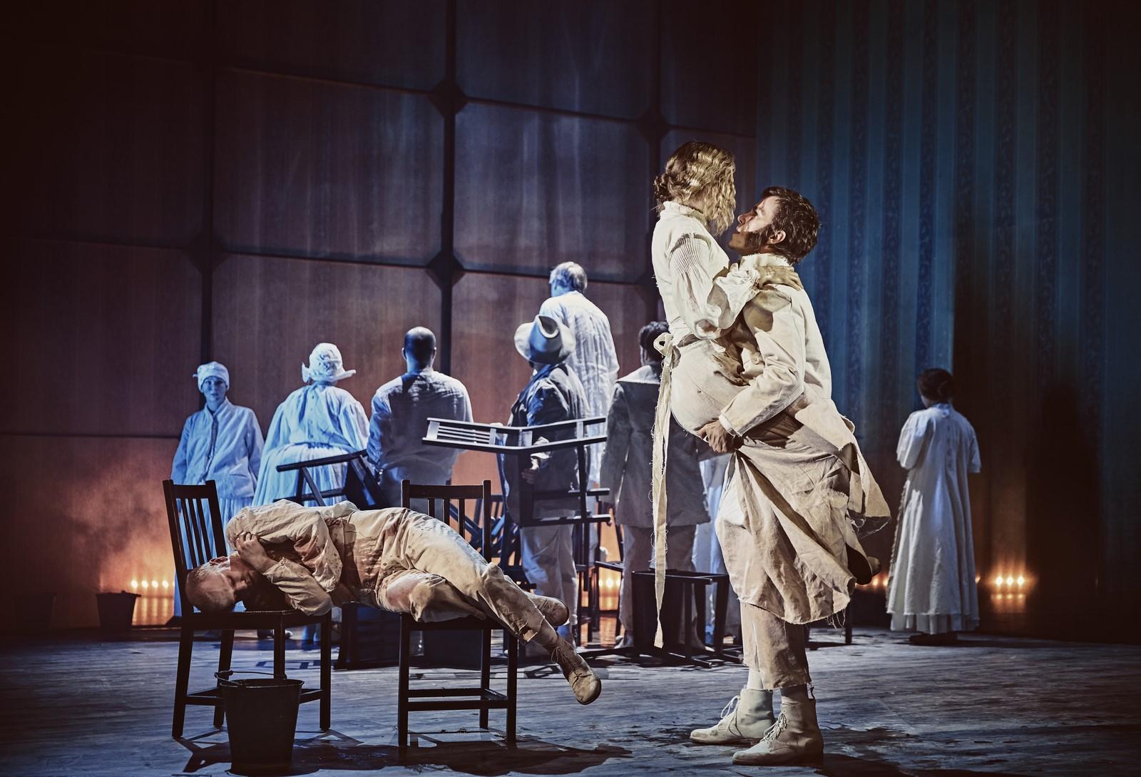 Anmeldelse: Tine, Aalborg Teater (streaming)