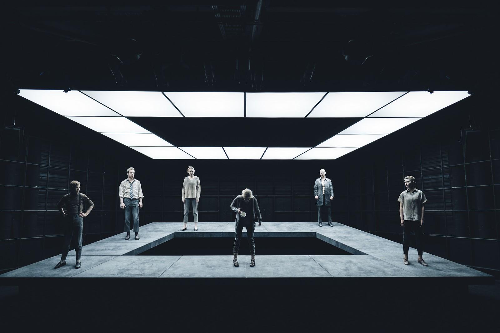 Anmeldelse: 100 sange, Aarhus Teater (Aarhus Teater og Den Danske Scenekunstskole, Skuespil, Århus)