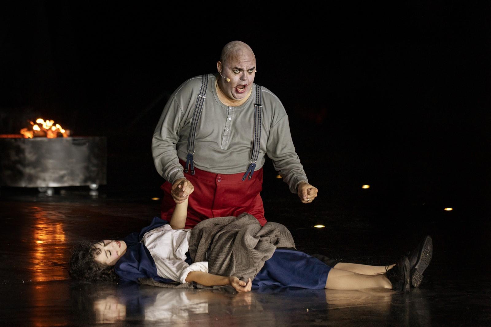 Anmeldelse: Rigoletto, Hedeland Amfiteater (Opera Hedeland)