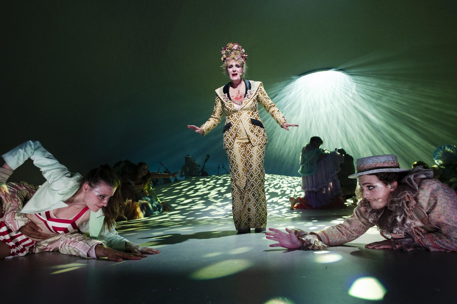 Anmedelse: Jeg er jo lige her, Aarhus Teater (Aarhus Teater og Det Kongelige Teater)