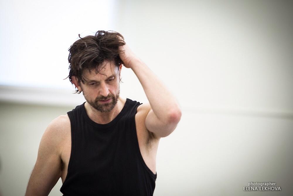 Spotlight: Koreograf Paul Lightfoot om Selvportræt, dans i en coronatid og et friskt syn på branchen